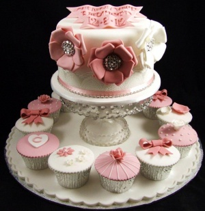 pink_and_white_cupcakes